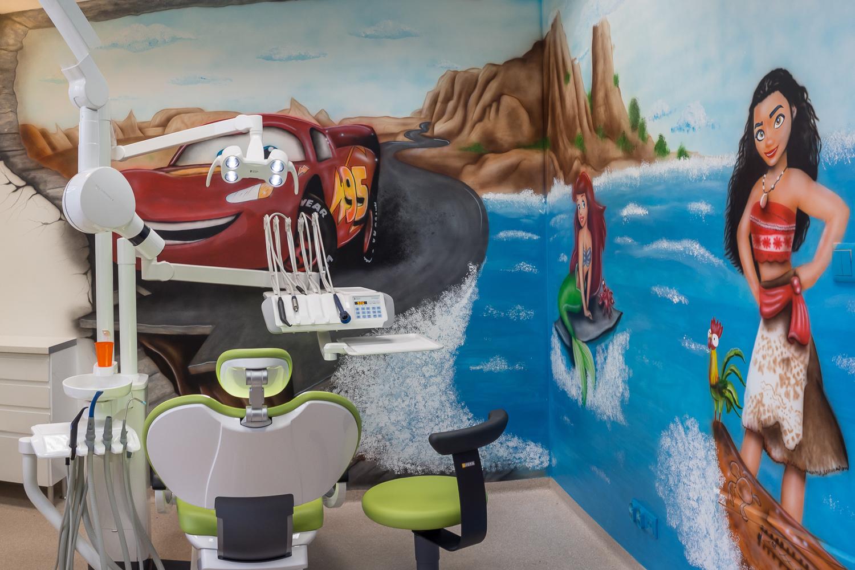 Dentysta dziecięcy Gdynia kolorowy gabinet